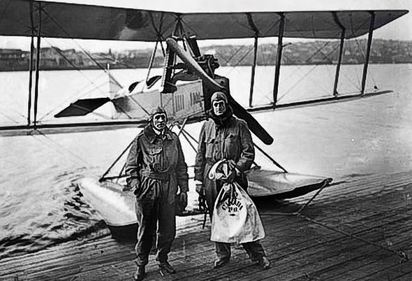 הטסת הדואר הבינלאומית הראשונה, שבוצעה בידי בואינג ב-1919, צילום: Wikimedia