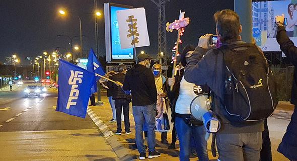 הפגנה בעד בנימין נתניהו ב בכניסה ל בית החולים שיבא תל השומר לפני ה חיסון חיבונים, צילום: שמוליק דודפור