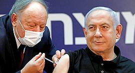 """רה""""מ נתניהו מקבל חיסון נגד קורונה, צילום: רויטרס"""