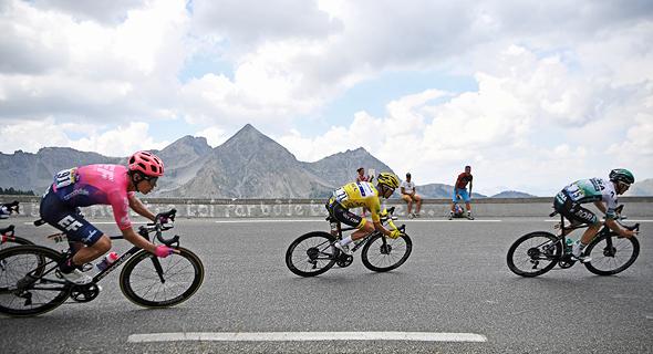 הדבוקה המובילה בטור דה פראנס ב־2019. הרוכבים ילמדו לזהות זעזוע מוח, צילום: איי אף פי