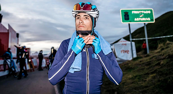 """רוכב האופניים עומר גולדשטיין: """"הפרוטוקול בטיחותי וחשוב, אבל אם מעכבים אדם שבסך הכל מרגיש בסדר, הוא מאבד הרבה זמן ואז נאלץ לרדוף אחרי השיירה. זה ייקח ממנו המון אנרגיה"""", צילום: נועה ארנון"""
