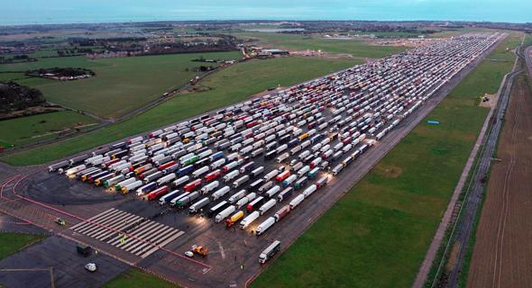 משאיות ממתינות בבריטניה למעבר לצרפת, צילום: איי אף פי