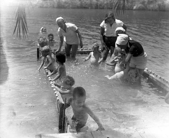 בריכת הילדים ההיסטורית שהקימו אנשי ניר דוד בתוך הנחל
