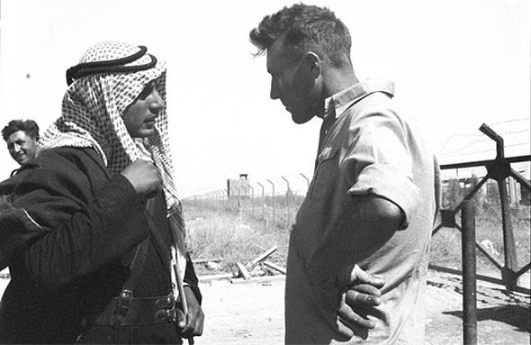 תושב ניר דוד במפגש עם תושב ביסאן.  1939