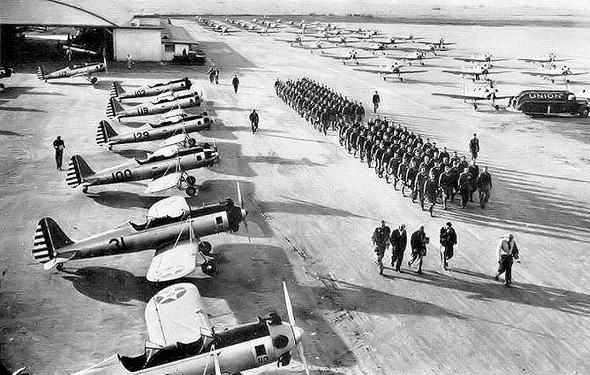 קורס טיס צבאי בארצות הברית. אין משמעת מטורפת, ויש מספיק טייסים