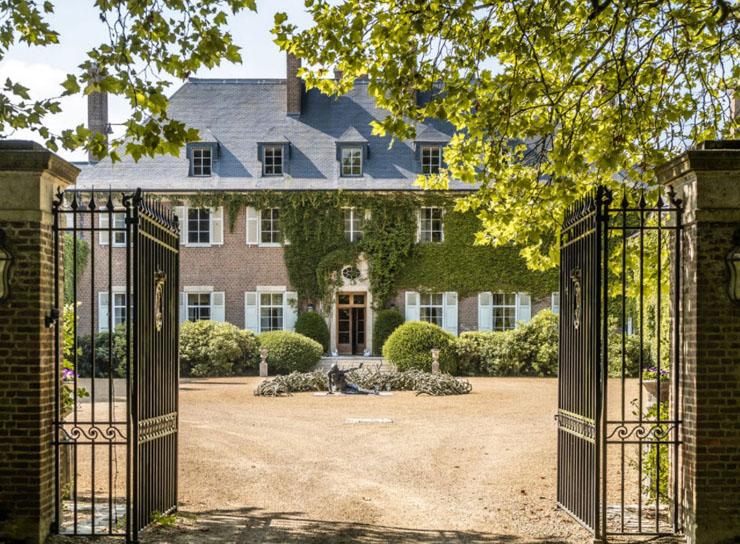 הכניסה לטירה, צילום:Sotheby