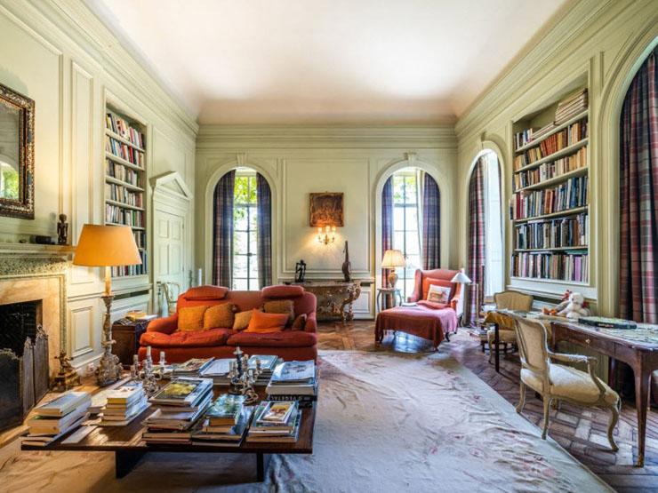 חדר אירוח עם ספריה, צילום:Sotheby