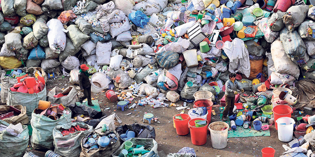 """סין תקבל את 2021 עם איסור על שקיות, קשיות וחד""""פים"""