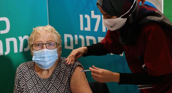 חיסון לקורונה בתל אביב