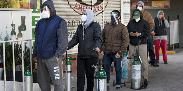 תור למילוי בלוני חמצן במקסיקו, צילום: איי פי