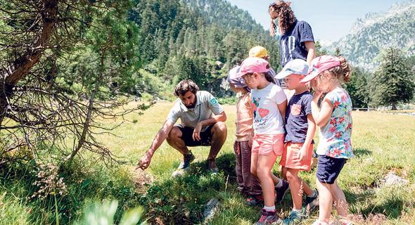 ילדים במשחק חפש את המטמון ב טבע פנאי, צילום: איי אף פי