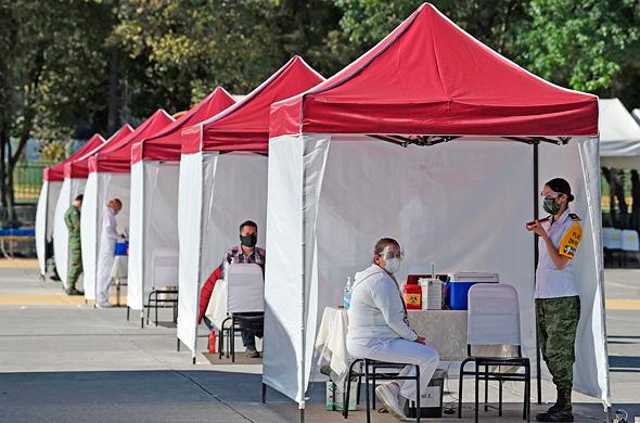 תחנה לחיסוני קורונה של ביונטק פייזר במקסיקו סיטי, צילום: איי אף פי