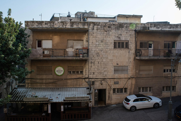 המבנה המיועד למלון. היזמים יידרשו לשמר את חזיתות הבניין, צילום: שלו שלום