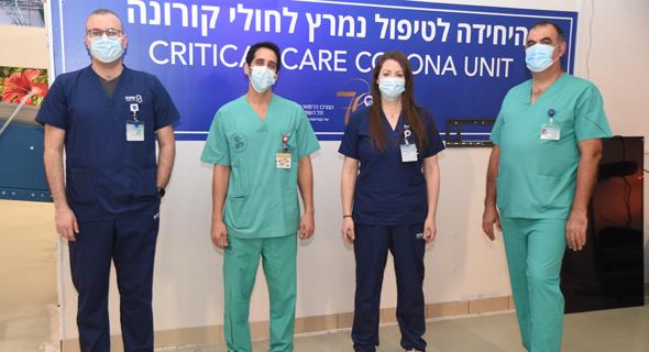 צוות רפואי של מחלקת טיפול נמרץ קורנה ב בית חולים שיבא , צילום: יאיר שגיא