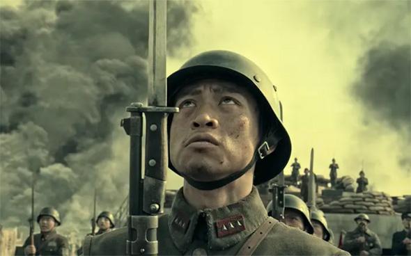 """מתוך """"השמונה מאות"""", מוביל טבלת שוברי הקופות. לא מציג את כל החיילים הסינים ככאלה שרצים בעיוורון הירואי אל הקרב"""