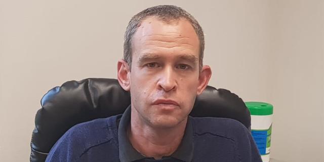 """מנהל המעבדות של לאומית, ד""""ר יותם שנהר. """"יותר מ־1,000 בדיקות סרולוגיות ביום"""", צילום: דוברות לאומית"""