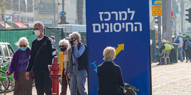 People line up to be vaccinated in Tel Aviv. Photo: Yuval Chen