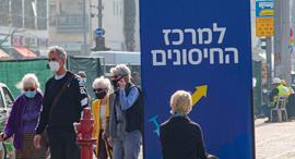 תור חיסון קורונה כיכר רבין תל אביב, צילום: יובל חן