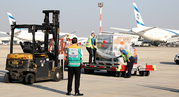 Moderna vaccine doses being offloaded in ISrael. Photo: Maman Cargo