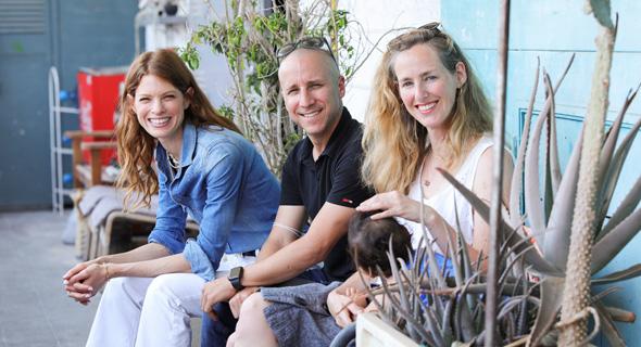 רוני פיבלוביץ, אודי דגן ויובל שרף, מייסדי GroupHug, צילום: אייל מרילוס