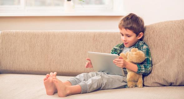 """""""בסוף טיק טוק ויוטיוב עוזרים לשמור על השפיות, גם של ההורים וגם של הילד"""""""