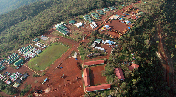 המכרה באזור סימנדאו בגינאה. צינורות כספים חובקי עולם, צילום מסך: אתר riotinto