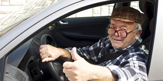 """במשרד התחבורה הבטיחו """"רישיון עד גיל 70 כמו באירופה"""" - מה באמת קורה בחו""""ל?"""