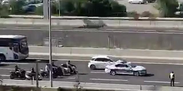 צפו: המשטרה עוצרת את איילון באמצע היום - בלי לבדוק אף רכב
