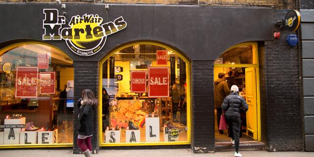 """חנות נעליים של ד""""ר מרטינס, צילום: שאטרסטוק"""