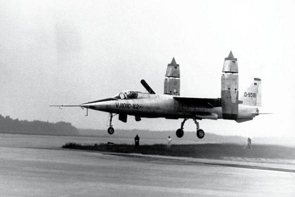 ה-VJ101 המערב-גרמני. שפיצי ואלגנטי, אבל יציב זה לא היה. האמריקאים תכננו משהו דומה וגם הוא לא עבד, צילום: avionslegendaires