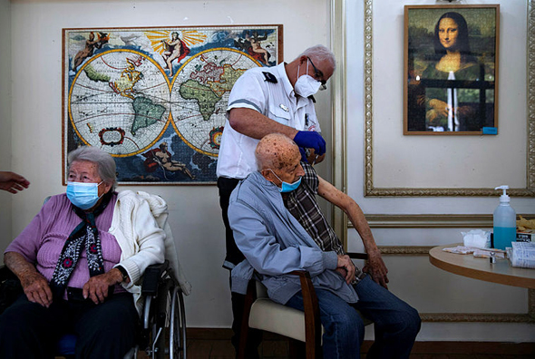 Israelis being vaccinated at an old age home. Photo: AP
