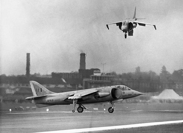 מטוסי קסטרל בהדגמת ריחוף, צילום: גטי אימג