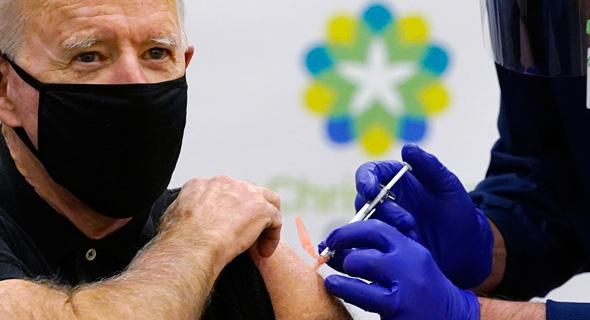 """הנשיא הנבחר של ארה""""ב ג'ו ביידן מקבל חיסון נגד קורונה"""