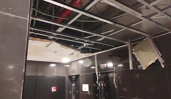 """קריסת תקרה בקומת מרתף. """"דרשנו מהדיירים לא להשתמש במעלית מחשש לאסון"""""""