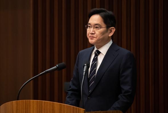 לי ג'יי יונג בבית המשפט
