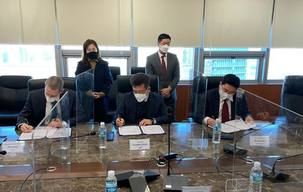 The signing of the agreement between SixAI, ISC and Yozma Group Korea. Photo: SIXAI