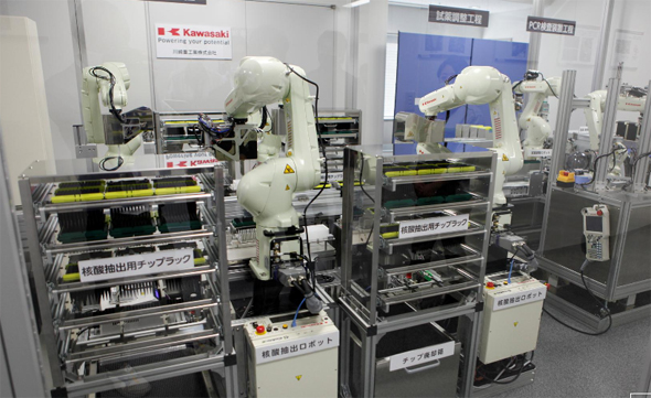 רובוט לבדיקות קורונה ביפן, צילום: רויטרס