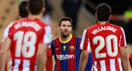 שחקן ברצלונה ליונל מסי מול שחקני אתלטיק בילבאו  ליגה ספרדית ינואר 2021, צילום: רויטרס