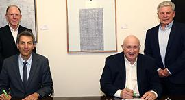 "יו""ר שופרסל איציק אברכהן יור ומנכל דיסקונט אורי לוין ארנק דיגיטלי, צילום: סיון פרג'"
