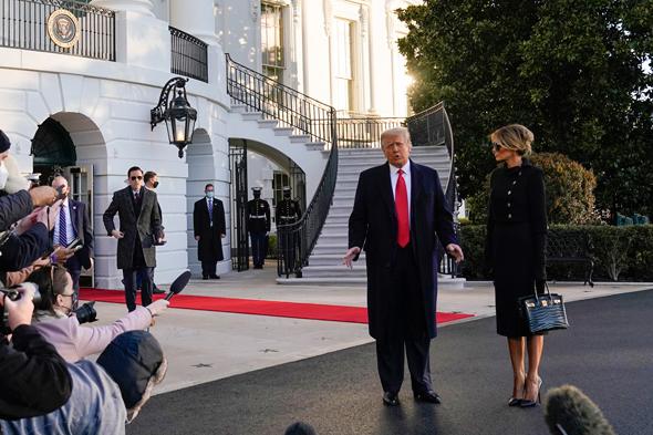 דונלד טראמפ ומלניה עוזבים את הבית הלבן סיום כהונתו כנשיא, צילום: איי פי