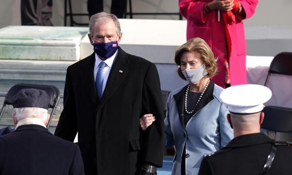 ג'ורג' ולורה בוש בטקס ההשבעה
