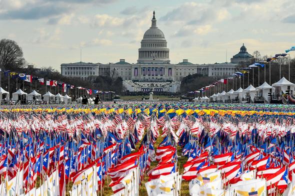 הדגלים ובניין הקפיטול, צילום: אי פי איי