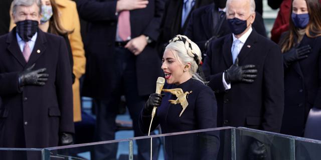 ליידי גאגא שרה את ההמנון האמריקאי בטקס ההשבעה , צילום: גטי