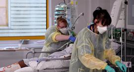 בדיקת קורונה בבריטניה, צילום: רויטרס