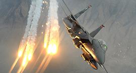 F15 משחרר נורי הטעייה, צילום: USAF