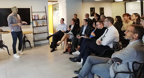 Nimrod Cohen delivers a presentation at TAU Ventures. Photo: PR