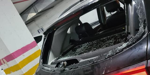 חרדים קיצונים רגמו באבנים מכונית ובה בלשי משטרה בבני ברק
