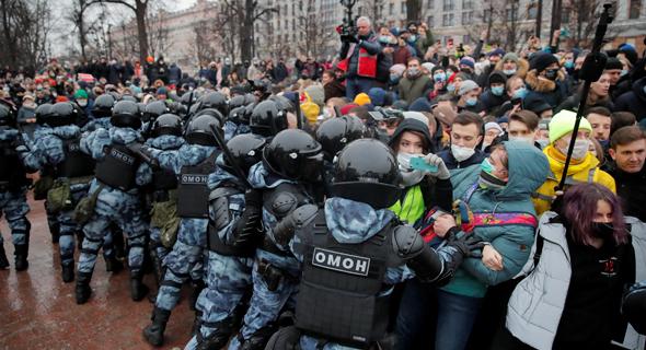 מפגינים במוסקבה, צילום: רויטרס