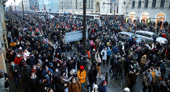 מפגינים בסנט פטרבורג, צילום: איי פי