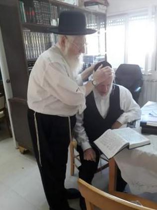 הרב מנחם מנדל משי זהב עם בנו יהודה משי זהב